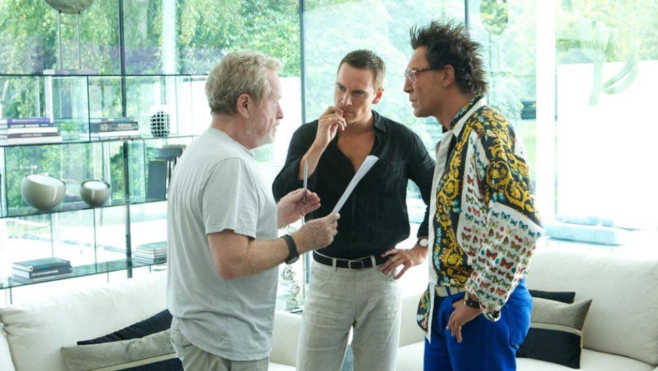 Ridley Scott mit Michael Fassbender und Javier Bardem am Set.