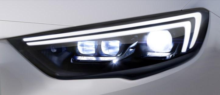 Opel-Insignia-IntelliLux-Matrix-Light-304576
