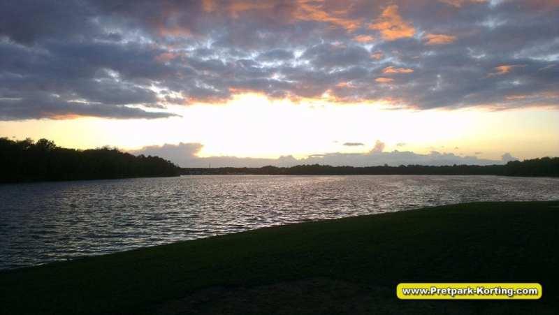 Vakantiepark Beekse Bergen - Uitzicht over het Victoriameer
