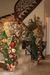 29 Ideas for Christmas Staircase Decorations