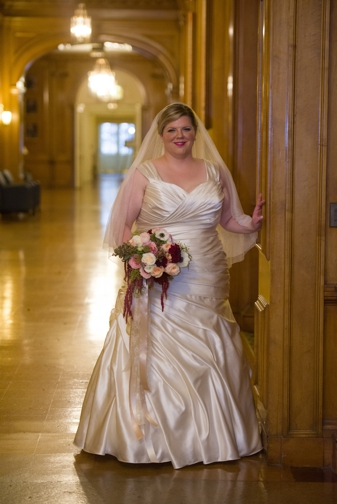 {Plus Size Real Wedding} Champagne and Blue Wedding at University of Illinois | Mark Romine Photography | Pretty Pear Bride