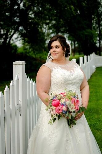 {Real Wedding} Springtime Country Club Wedding | Kat/Eye Studios | Pretty Pear Bride