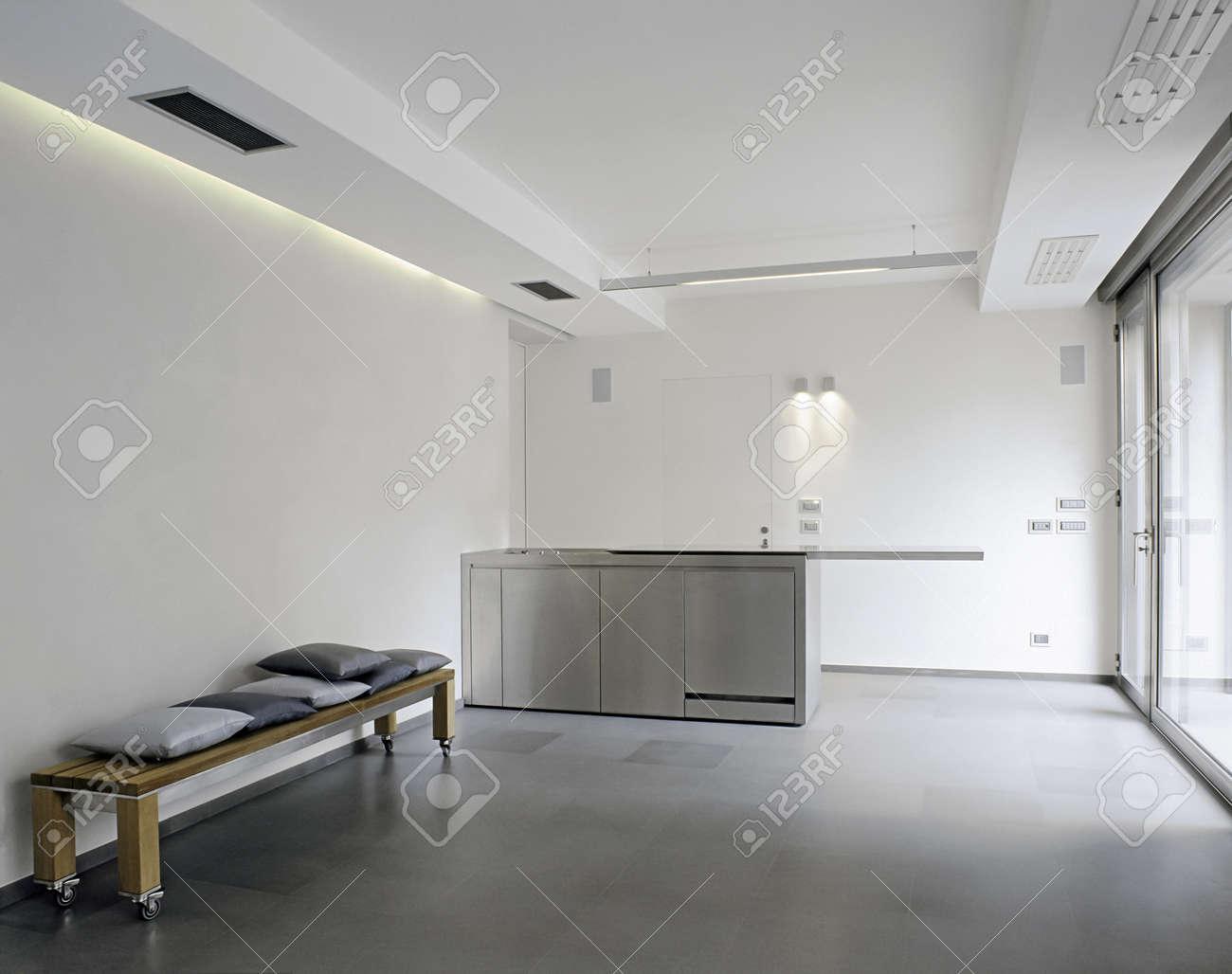 Cucina bianca piastrelle grigie top per cucine colorato nero