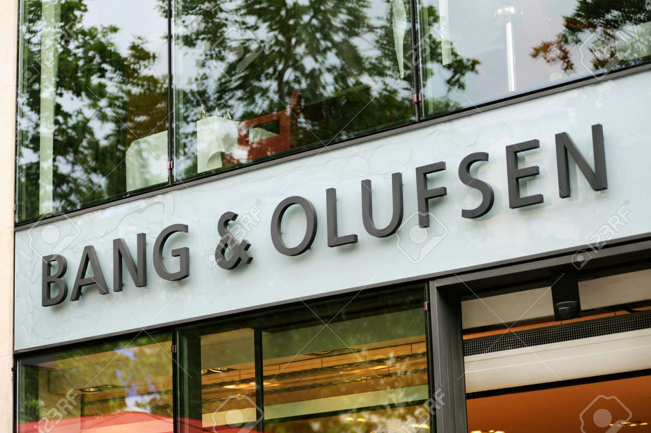 Bang And Olufsen Paris Paris July 13 Bang Olufsen Store On Champs Elysees In Paris