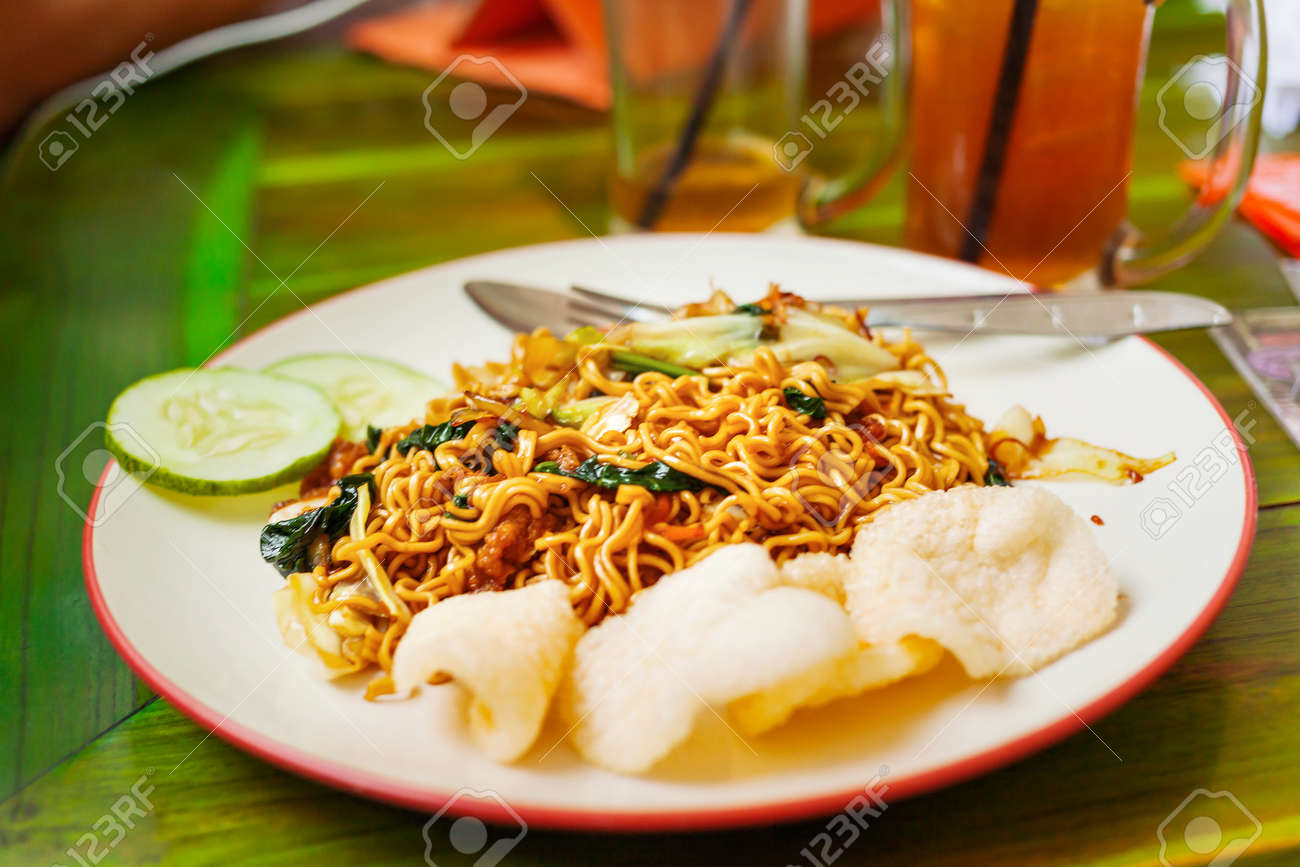 Cuisine Bali Asian Cuisine Noodles In Sauce With Stir Fried Vegetables And