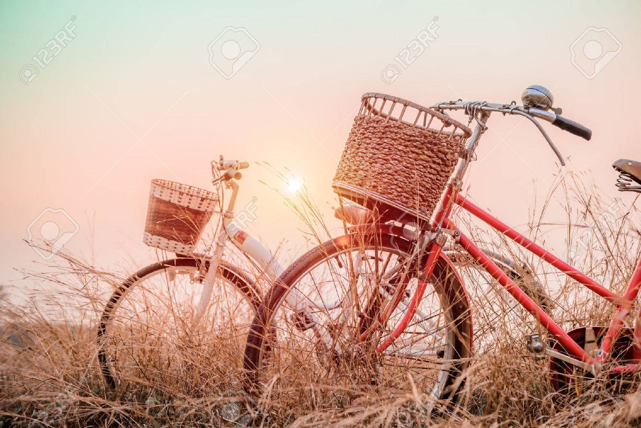 Bilder Vintage Beautiful Landscape Image With Two Bicycle At Sunset Vintage