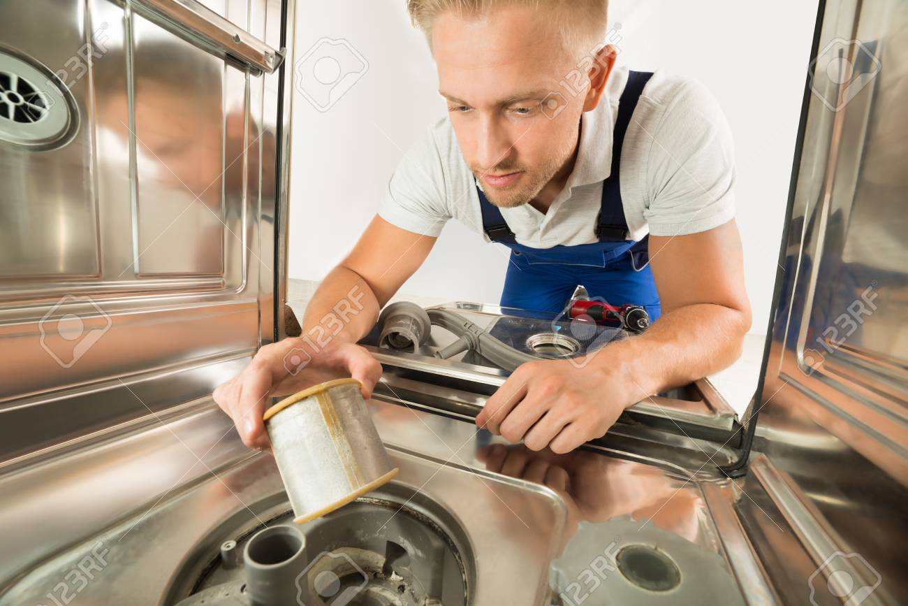 Spülmaschine Reparatur Stock Photo