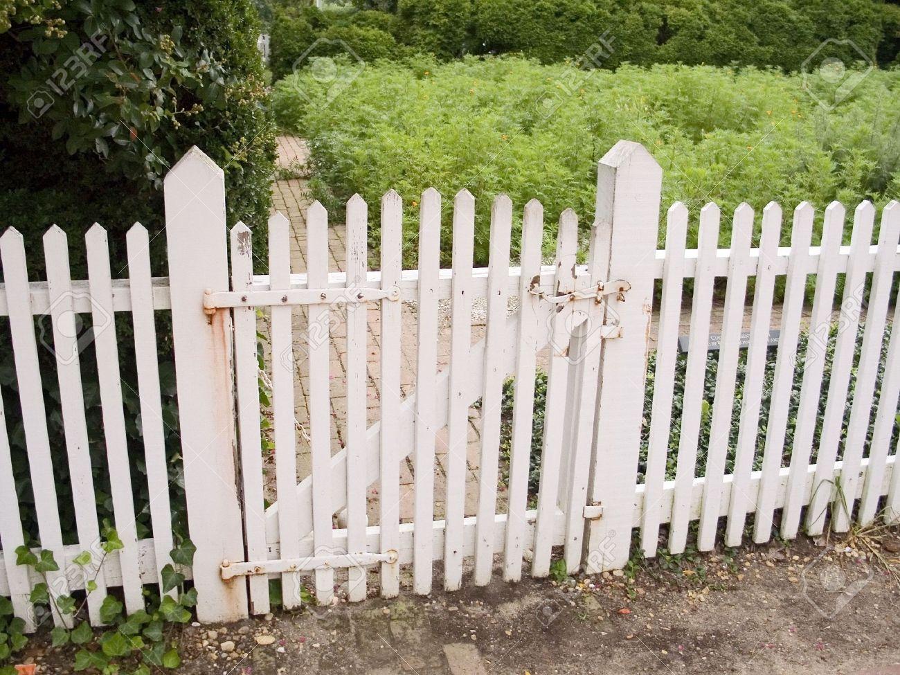 Fullsize Of Picket Fence Gate