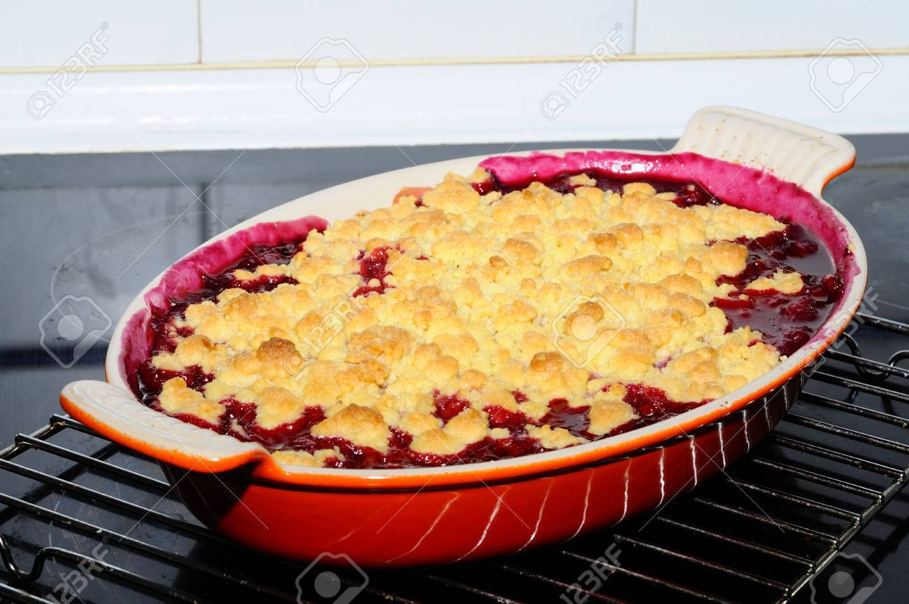 Peer Crumble Pear And Red Berry Crumble In An Orange Gratin Dish Uk