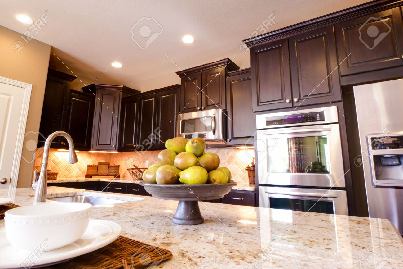 Pavimenti Per Cucina | Cucina Classique Legno Pavimenti Cucina ...