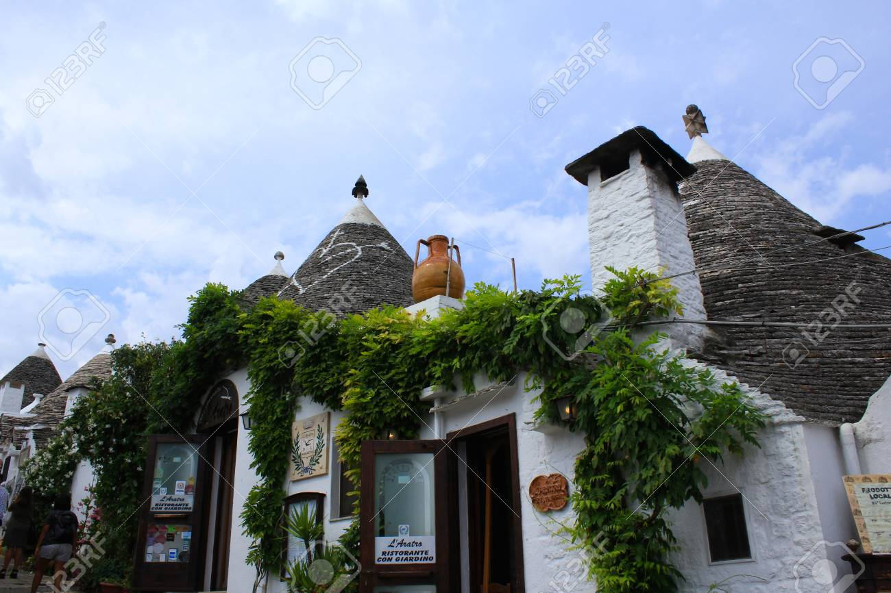 Ristoranti Alberobello Trulli Houses With Conical Roofs In Alberobello Italy Puglia
