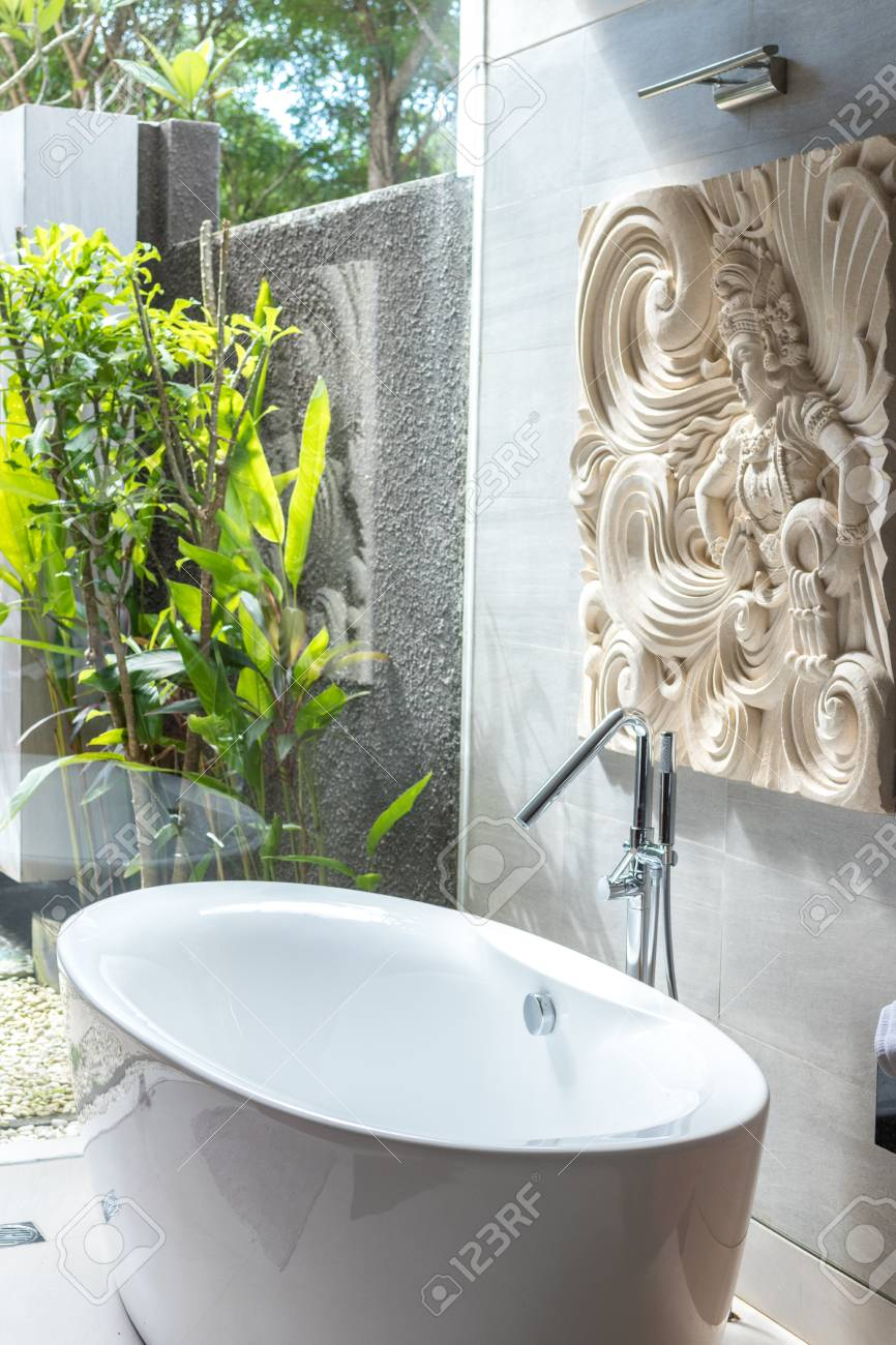 Doccia Jacuzzi Bali Tropical Shower Outdoors In The Luxury Villa On Bali Island
