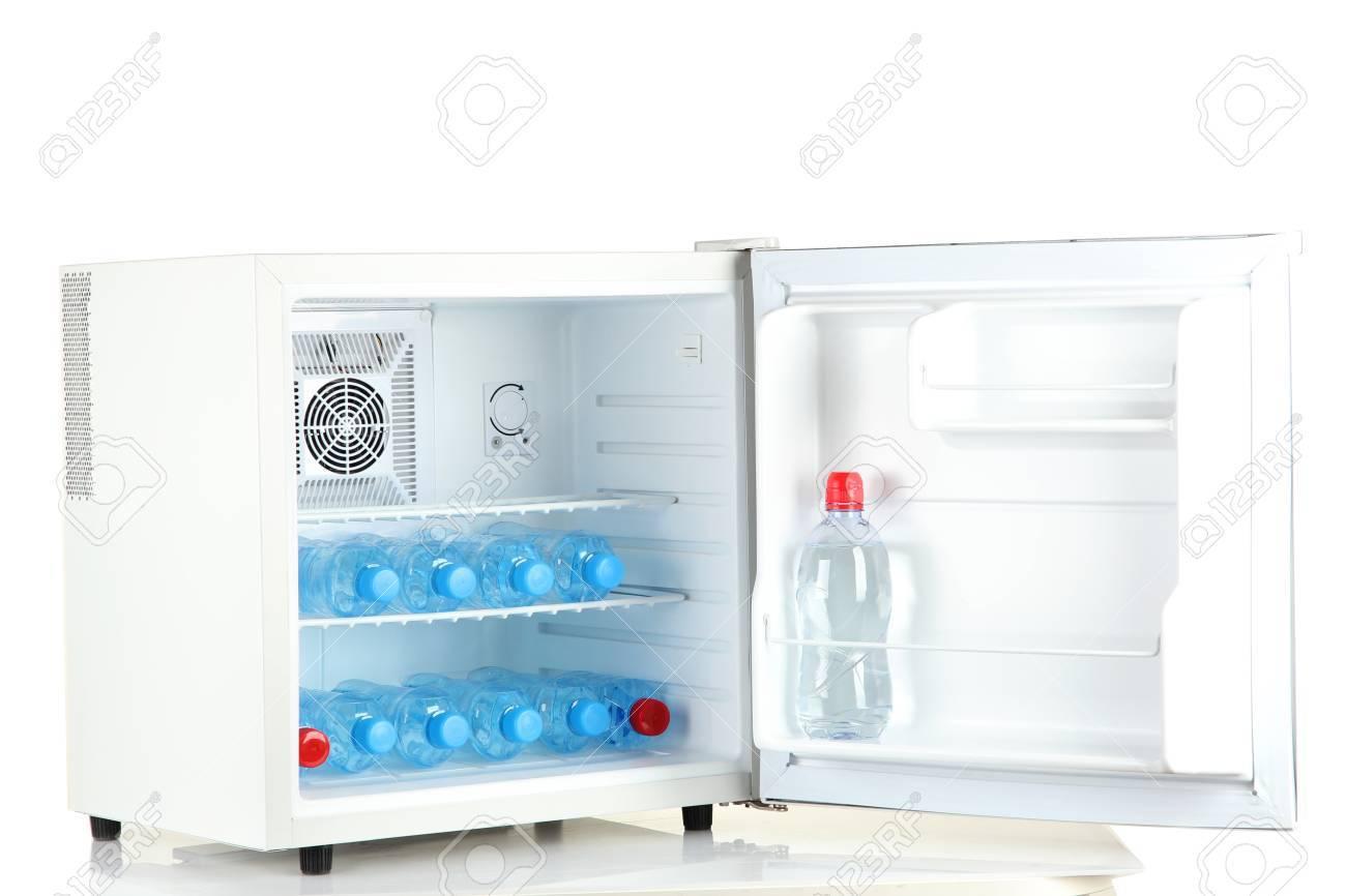 Mini Kühlschrank Für Flaschen : Kühlschrank wasser frische früchte gemüse und wasser im