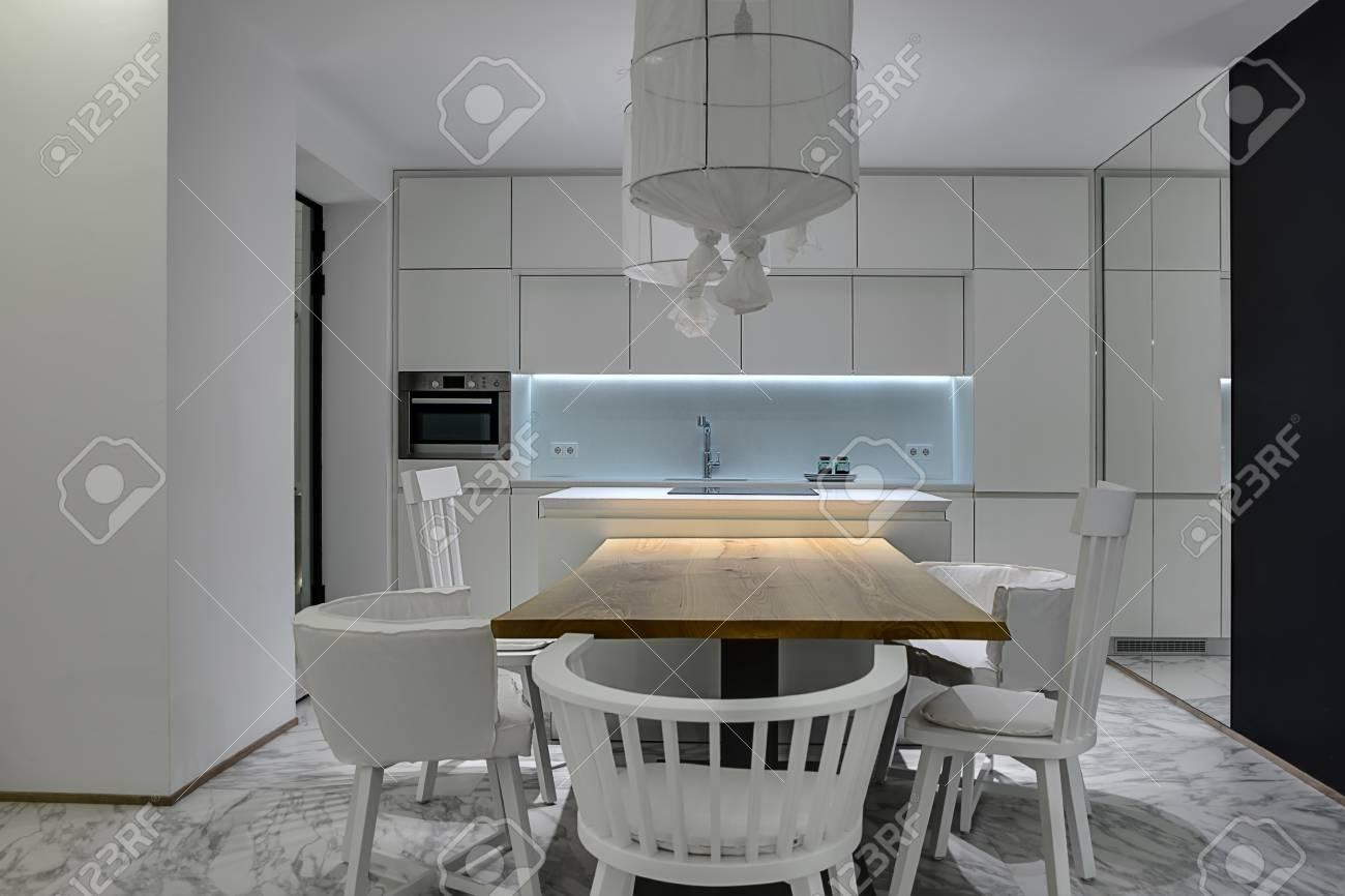 Credenza Con Cucina Incorporata : Cucina moderna con tavolo incorporato come scegliere e arredare