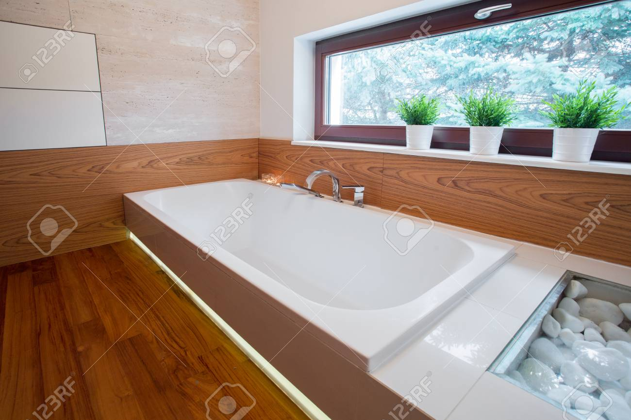 Bilder Badezimmer Mit Holz Stock Photo