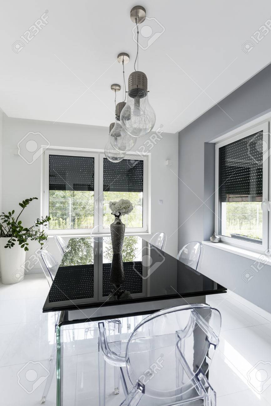 Glastisch Ghost New Style White Dining Room With Black Glass Table And Ghost