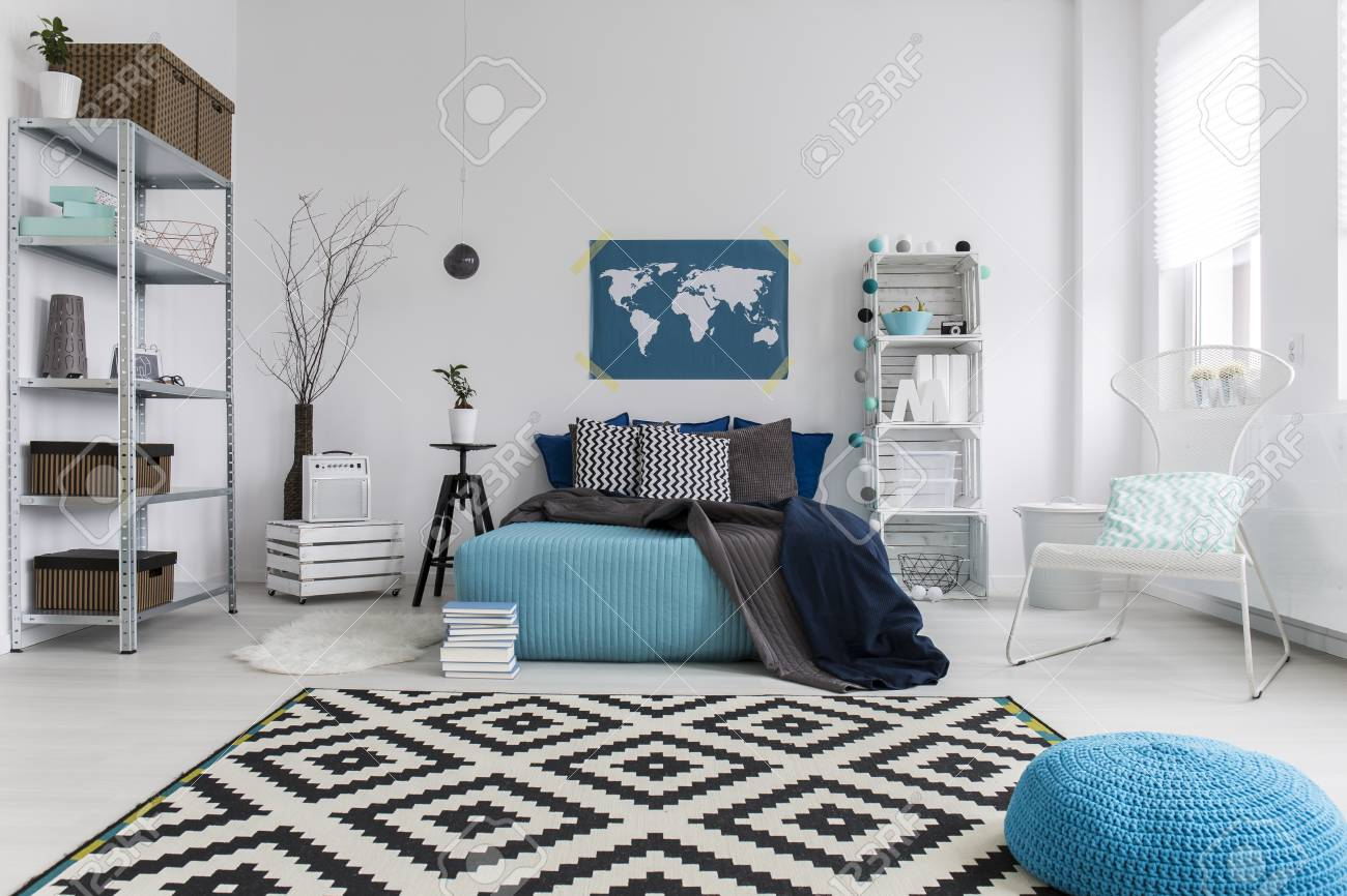 Schlafzimmer In Blau Weiß Stock Photo