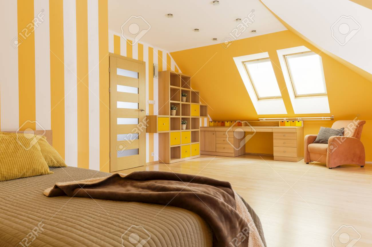 Papier peint chambre mansardée chambre mansardee deco peinture
