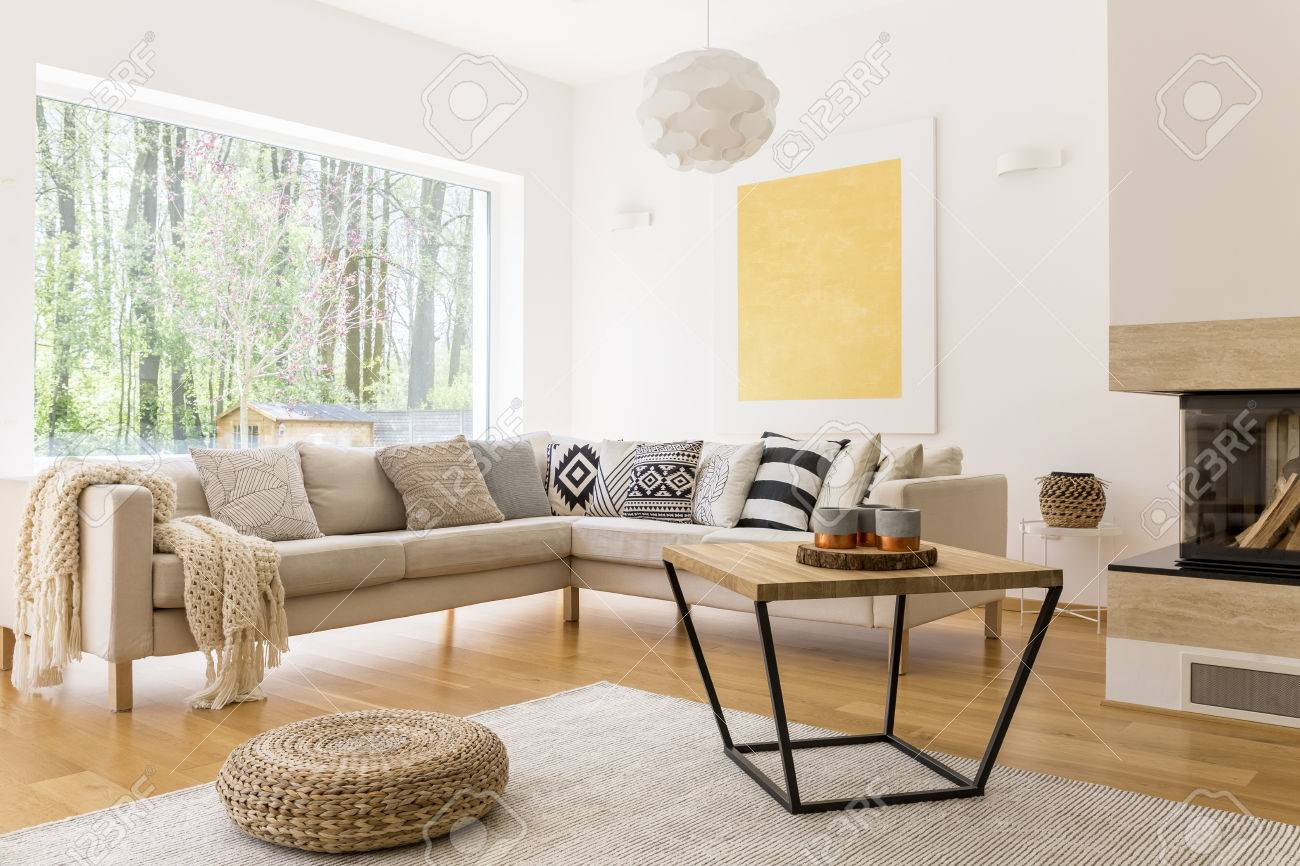Sofa Holz Wooden Coffee Table And White Sofa In Cozy Trendy Designed Living