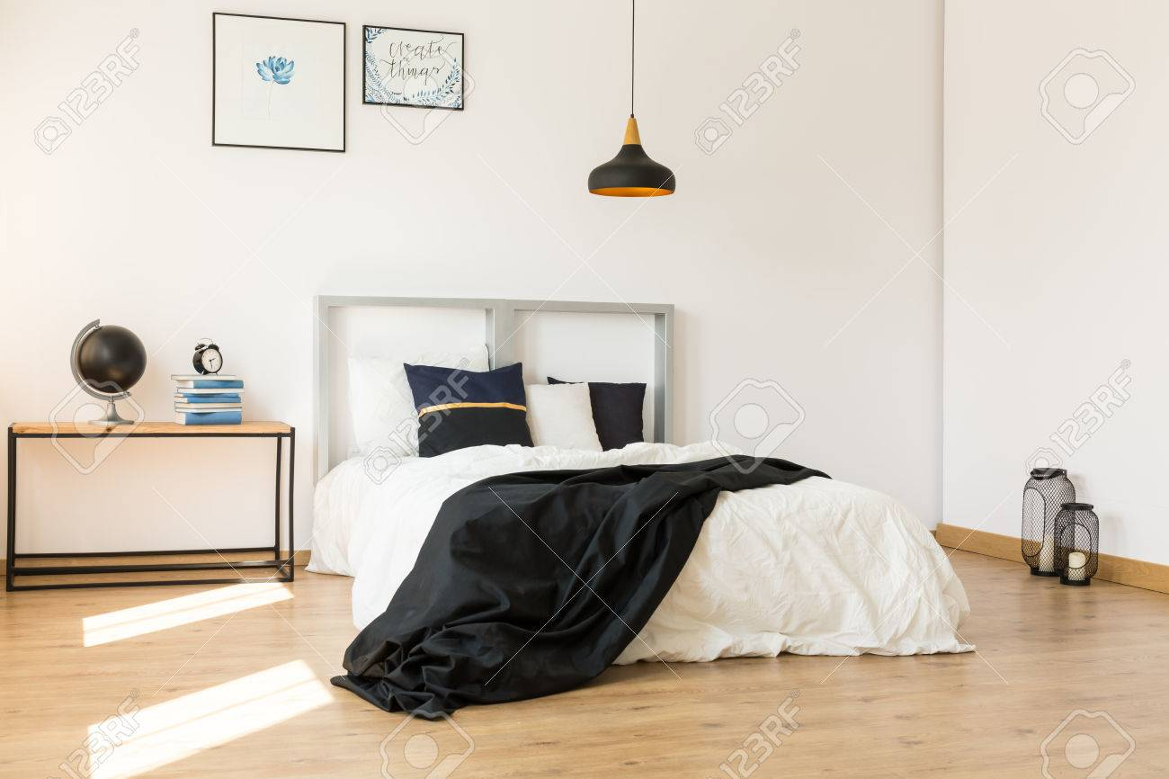Bett Minimalistisch Stock Photo