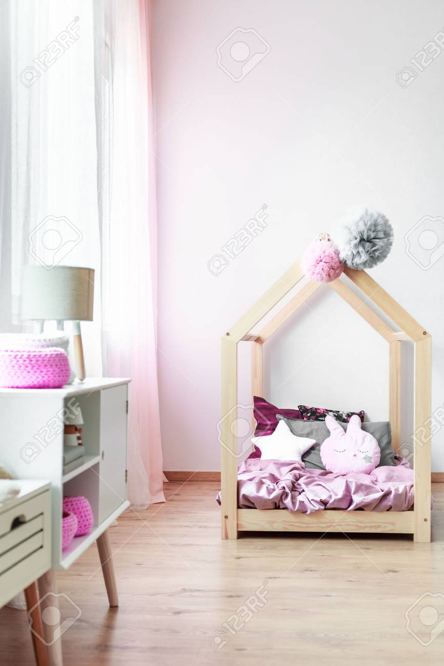 Schlafzimmer Lampe Rosa Stock Photo
