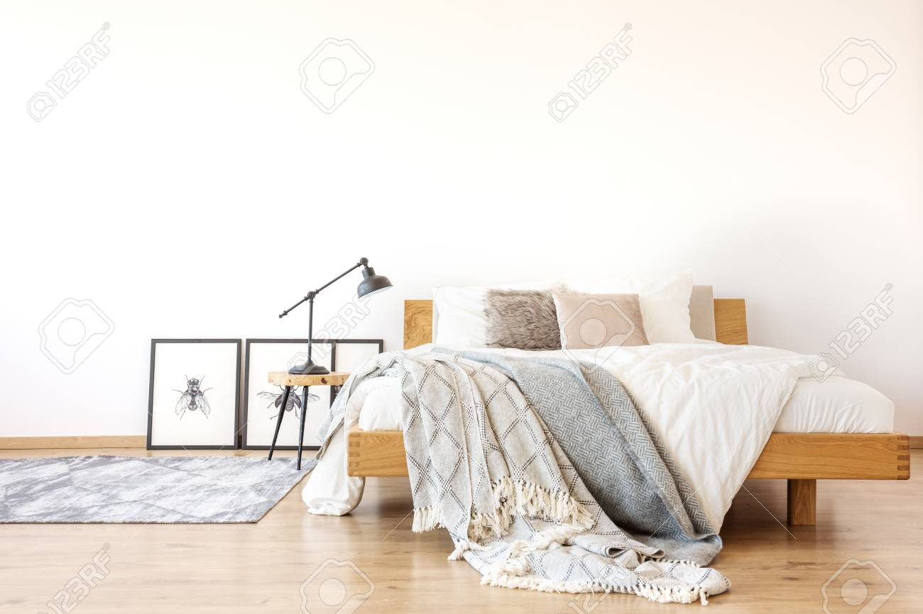 Schlafzimmer Bett Wand Stock Photo