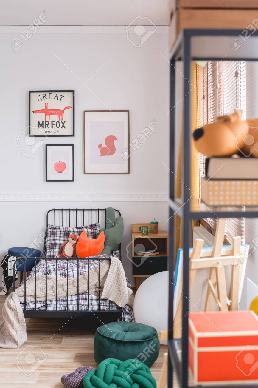 Cute Vintage Style Posters On White Wall Of Trendy Bedroom For Child Lizenzfreie Fotos Bilder Und Stock Fotografie Image 134331115