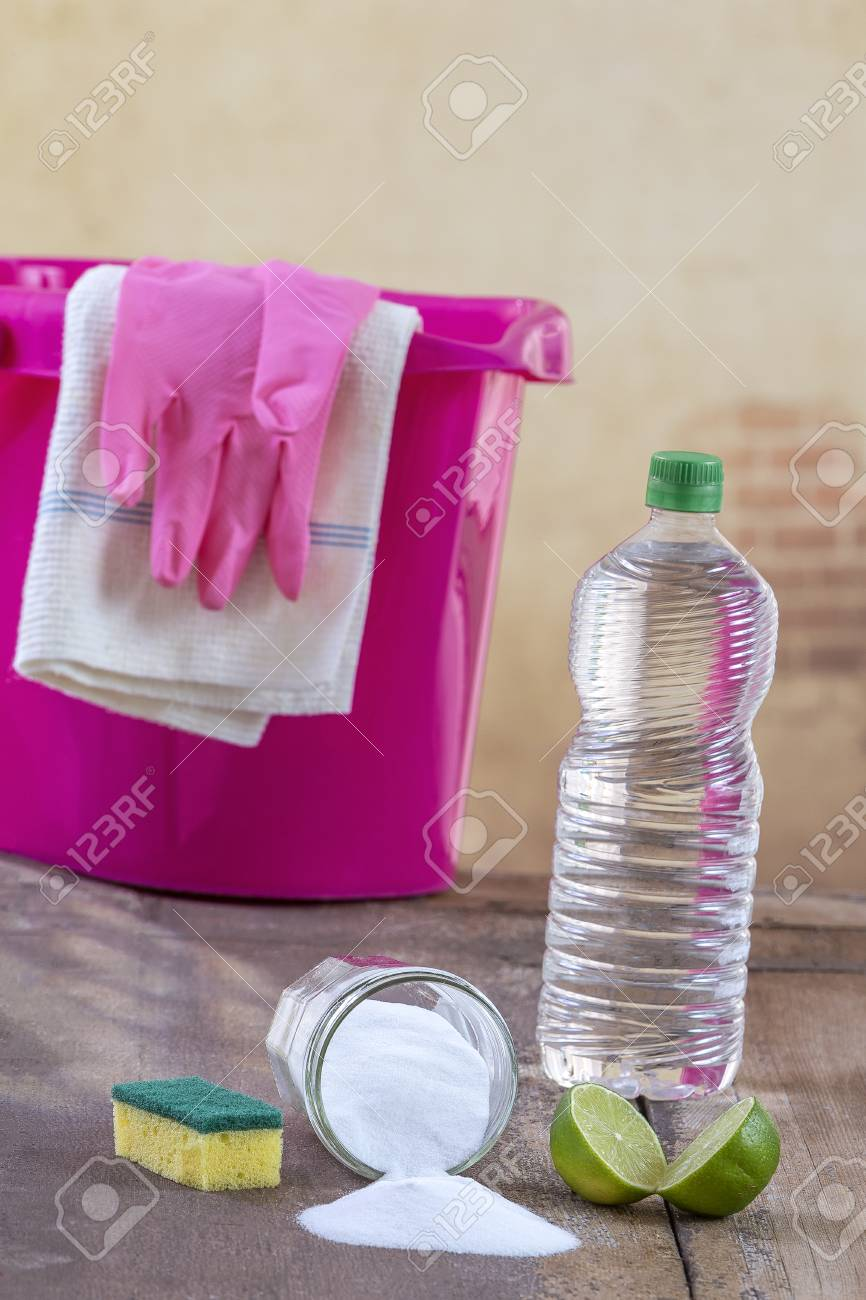 Baking Soda Met Citroen View Of Baking Soda With Pink Bucket Mop Gloves Lemon Vinegar
