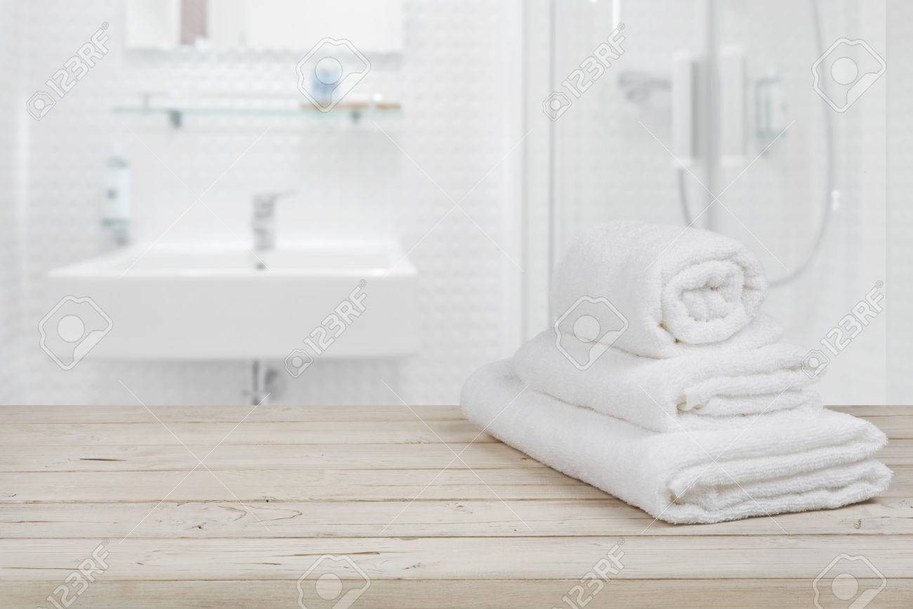 Badezimmer In Weiß Stock Photo