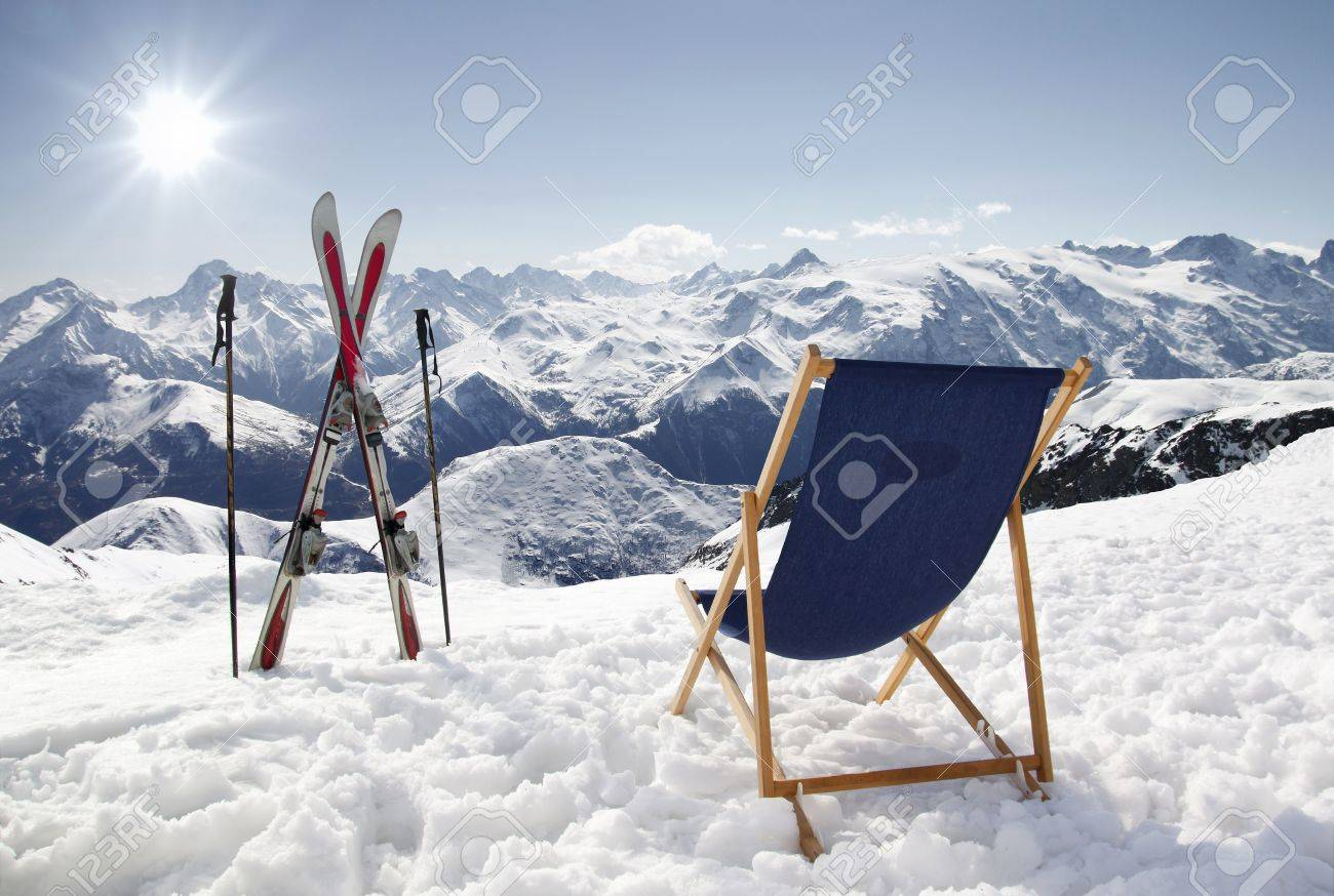 Liegestuhl Im Schnee Cross Ski And Empty Sun Lounger At Mountains In Winter France