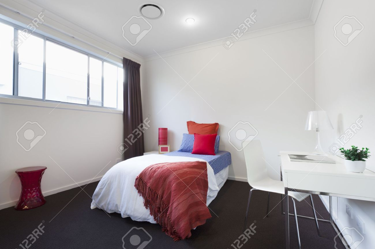 Chambre Single Modern Bedroom With Single Bed Table And Chair