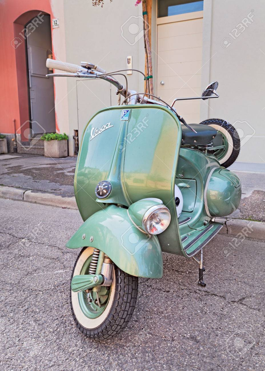 Vespa Roller Oldtimer Stock Photo