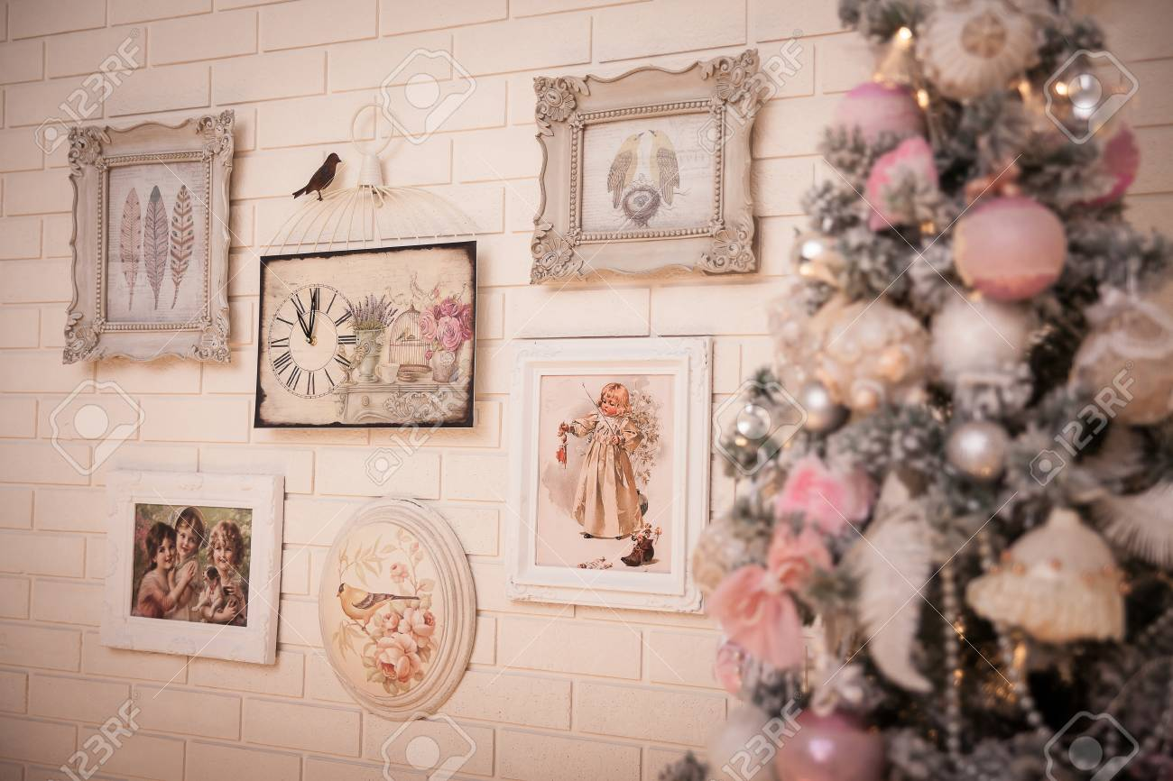 Shabby Chic Weihnachtsbaum Christmas Tree In Pink Shabby Chic Style At The White Brick Wall