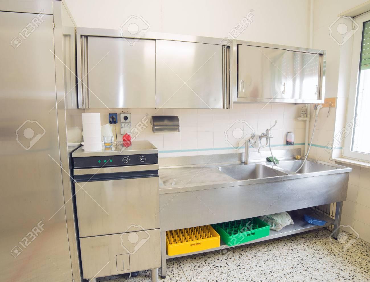 Mini Küchenzeile Mit Kühlschrank : Mini küche mit warmwasser boiler herdplatten kl kühlschrank