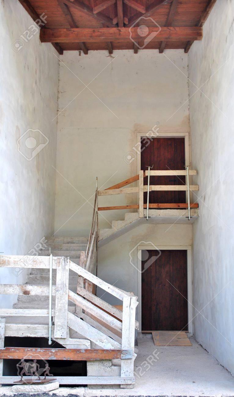 Renover Rampe Escalier Bois | Escalier Bois Et Blanc Peindre ...