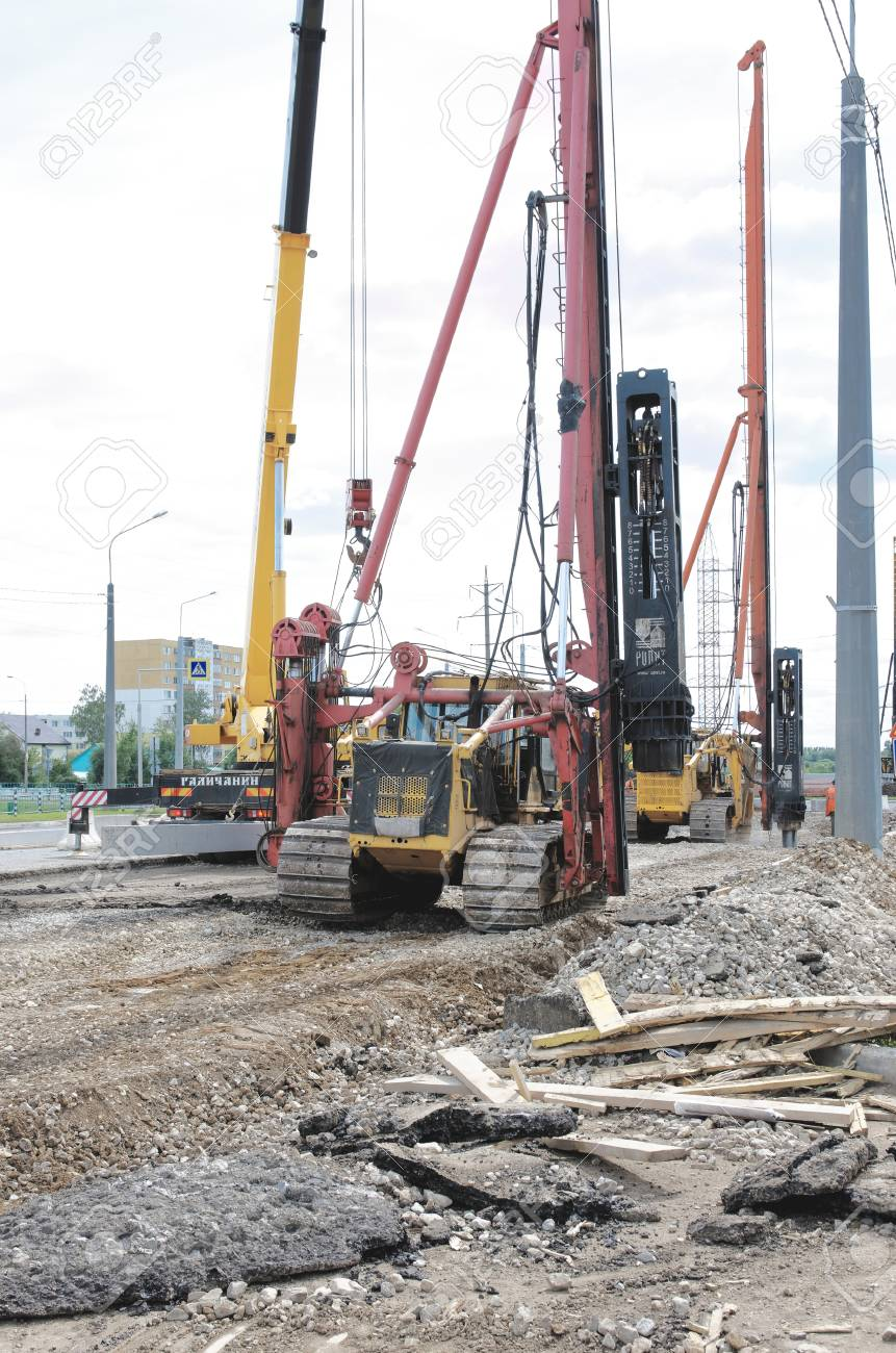 Prefab Betonpalen Saransk Russia July 19 Pile Driver Works To Set Precast Concrete