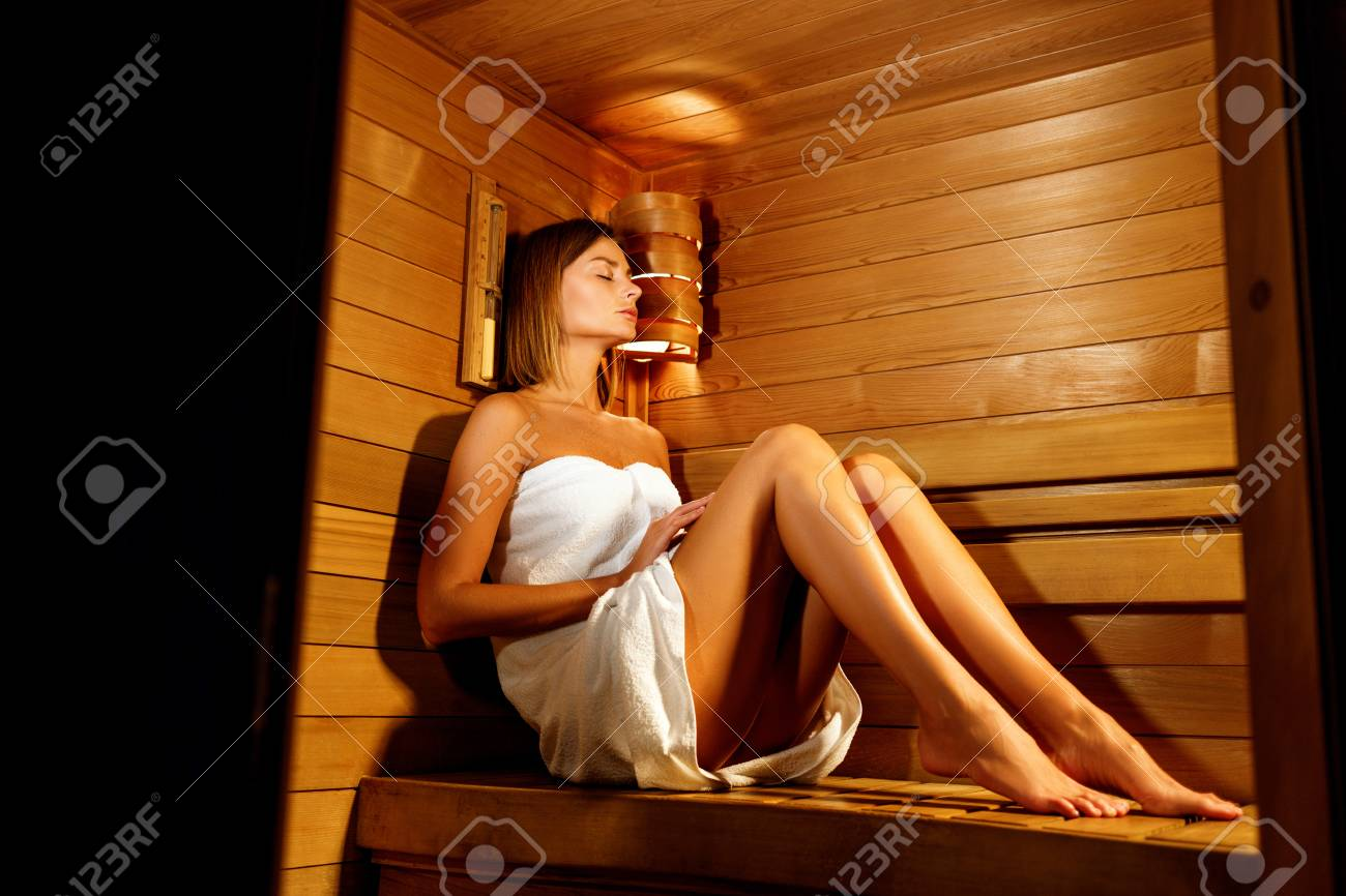 Plaatjes Sauna Beautiful Woman Wrapped In White Towel Takes A Wooden Sauna