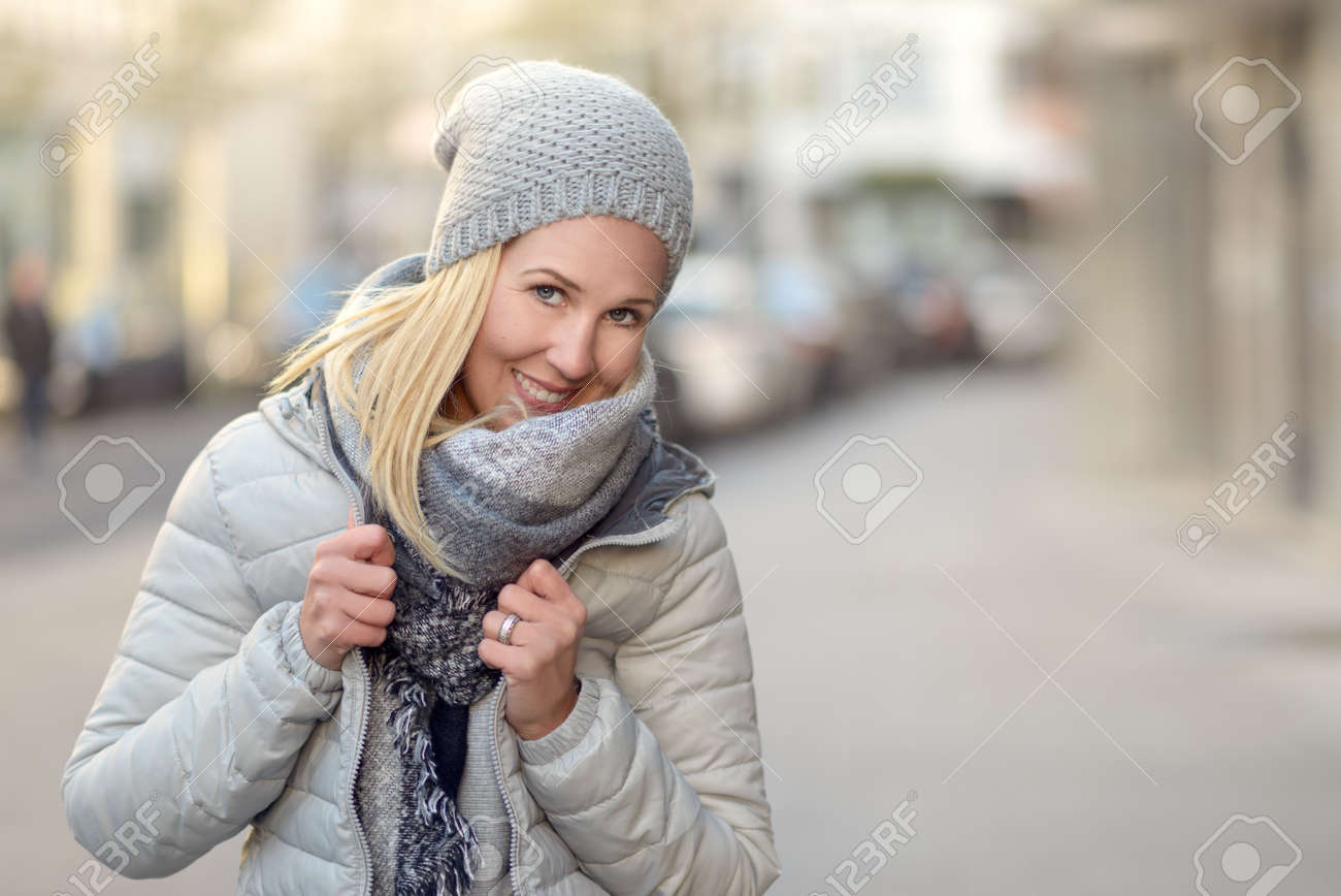Winter Outfit Frauen Stock Photo
