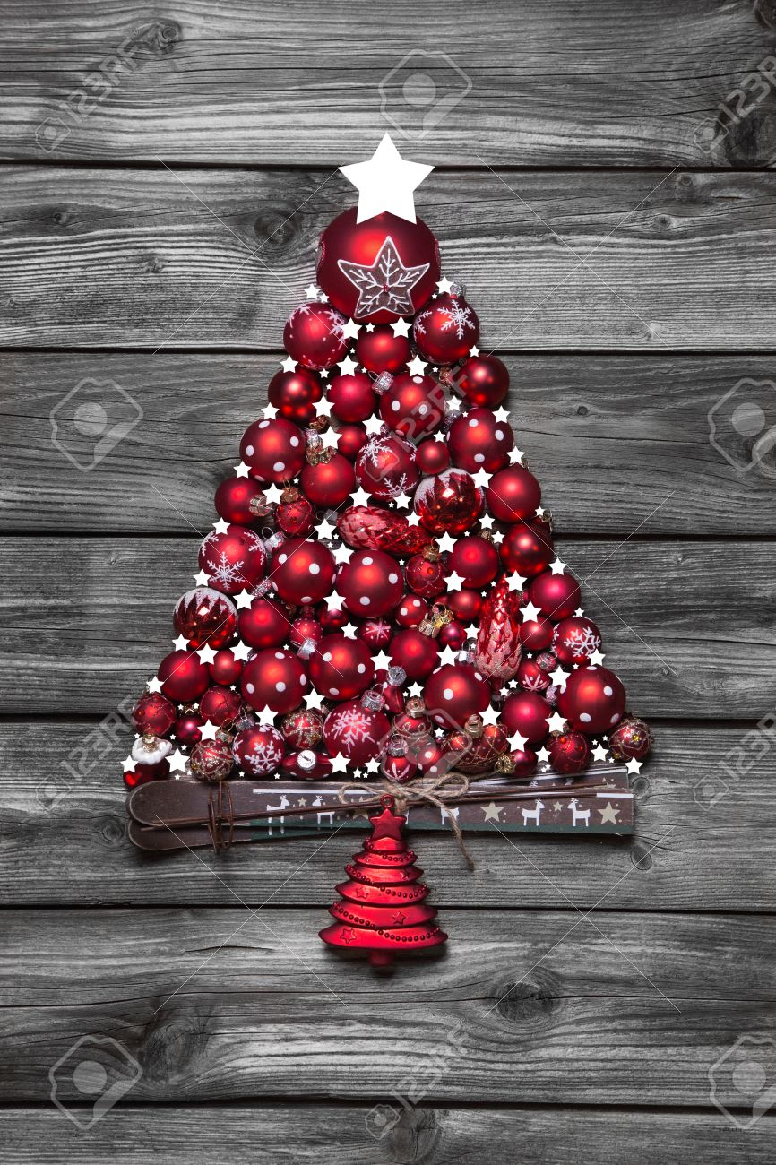 Shabby Chic Weihnachtsbaum Red Christmas Tree With Balls On Old Wooden Shabby Chic Background