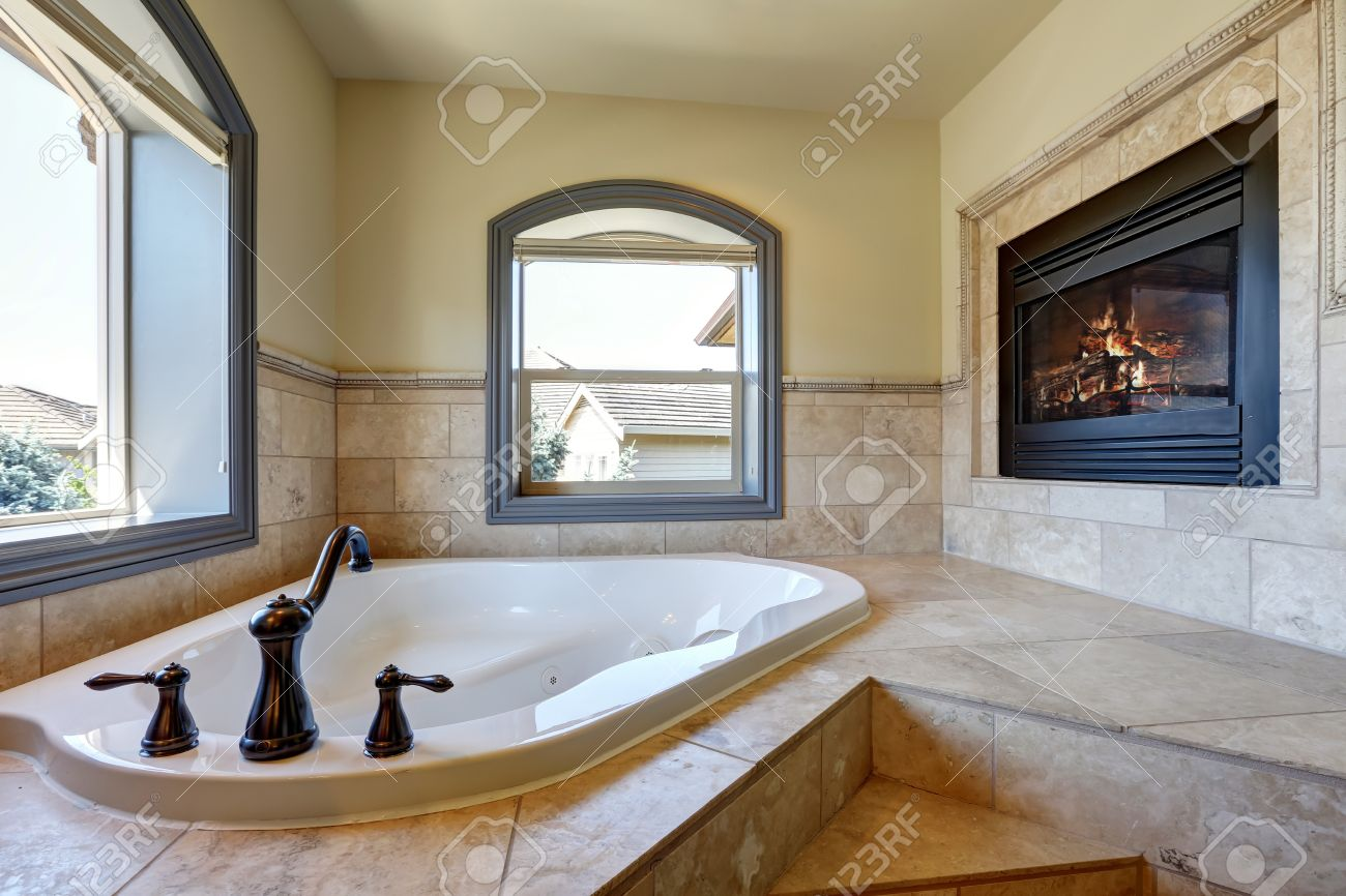 Eckbadewanne Fliesen Bilder Stock Photo