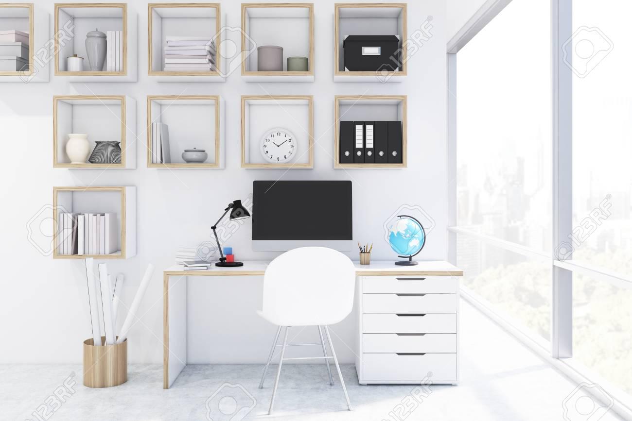 étagères carrées bureau avec ordinateur dans un bureau à la