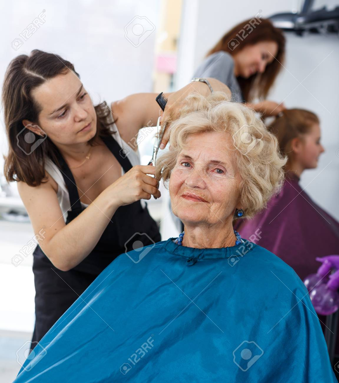 Salon Senior Senior Lady Getting Haircutting By Professional Woman Hairdresser