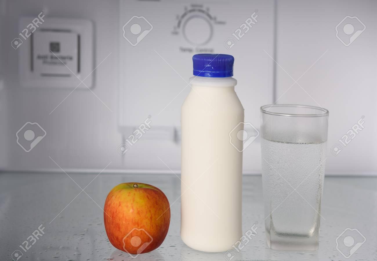 Gorenje Kühlschrank Wasserablauf : Kühlschrank wasser frische früchte gemüse und wasser im