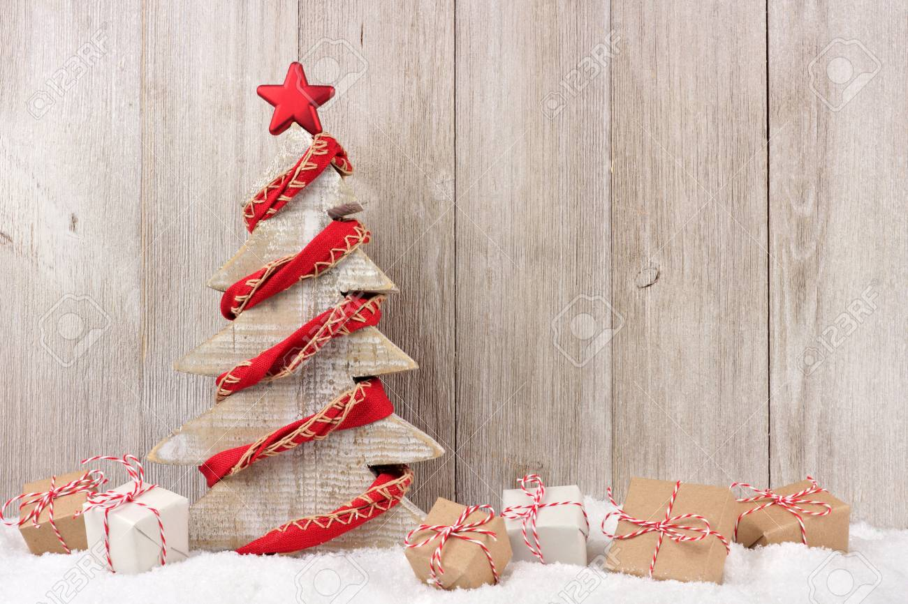 Shabby Chic Weihnachtsbaum Shabby Chic Wooden Christmas Tree With Rustic Red Garland And