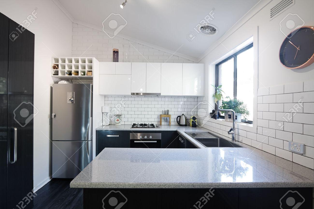 Cucina bianca piastrelle nere piastrelle per cucina bianca
