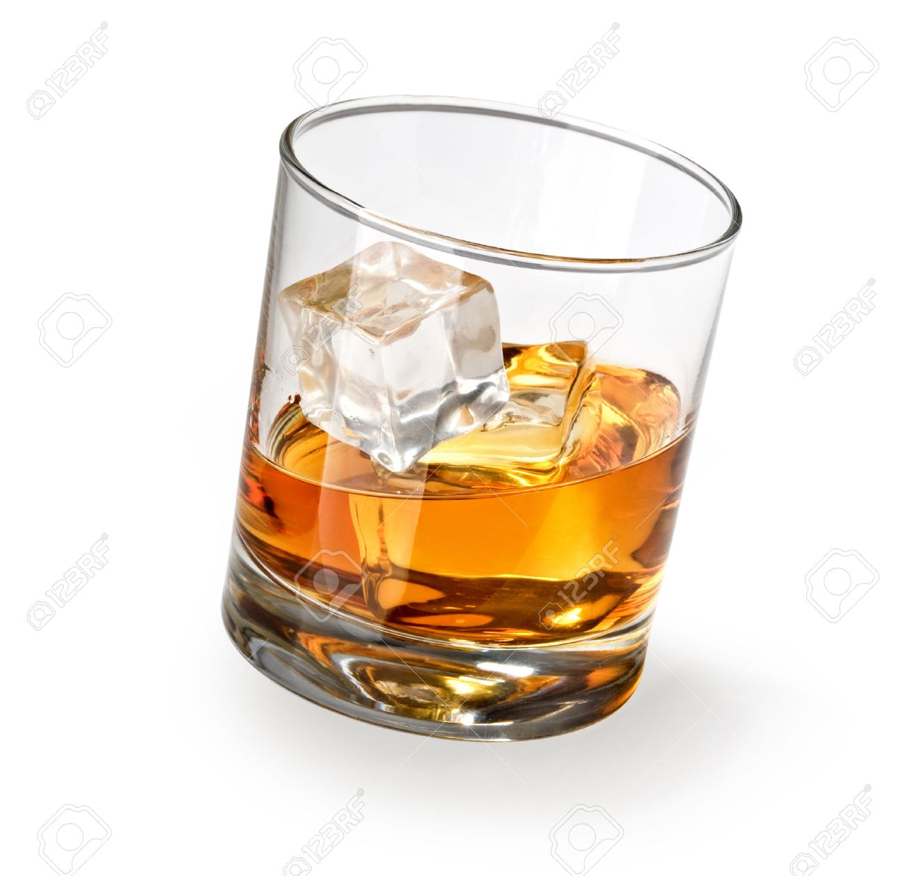 Wisky Glas Glass Of Scotch Whiskey And Ice On A White Background