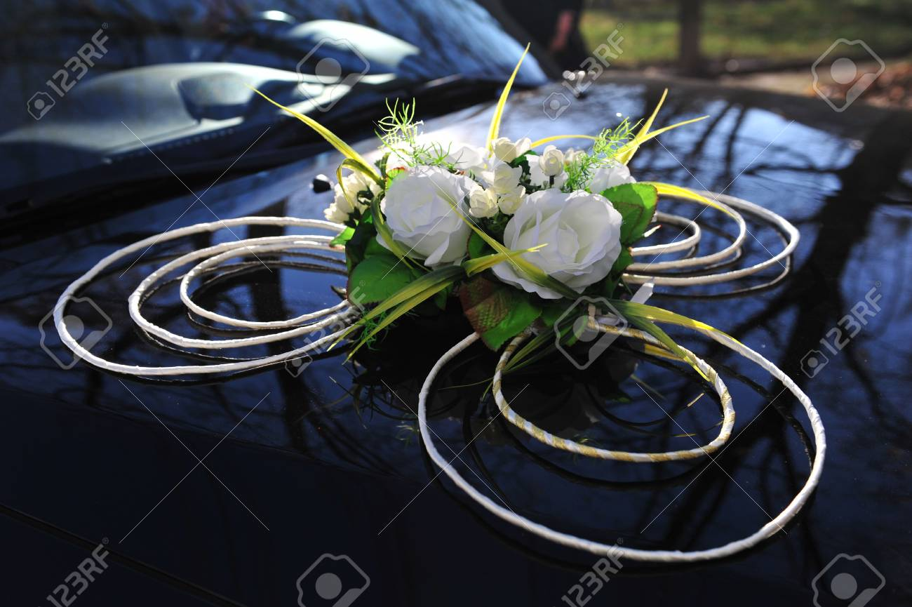 Car Decoration Weding Wedding Car Decoration A Black Wedding Car Decorated With White