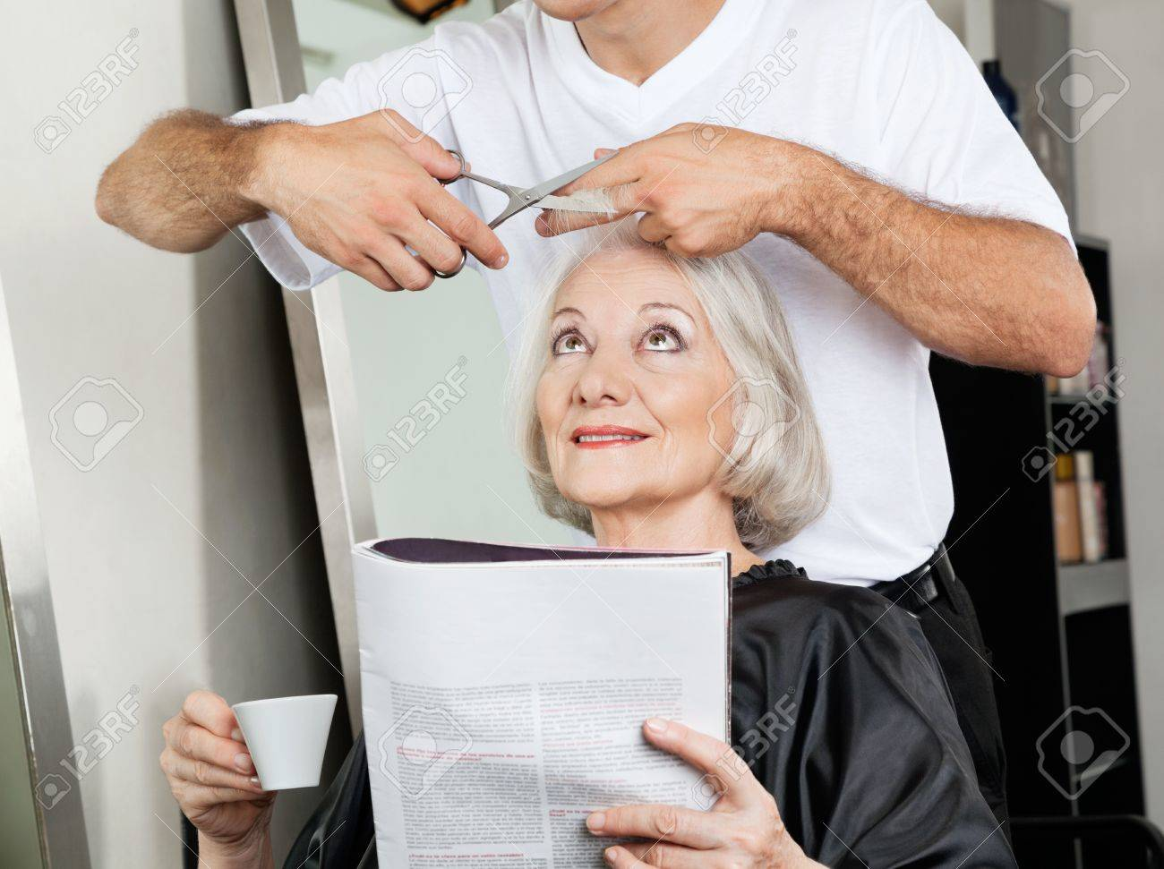 Salon Senior Senior Woman Having Haircut At Salon