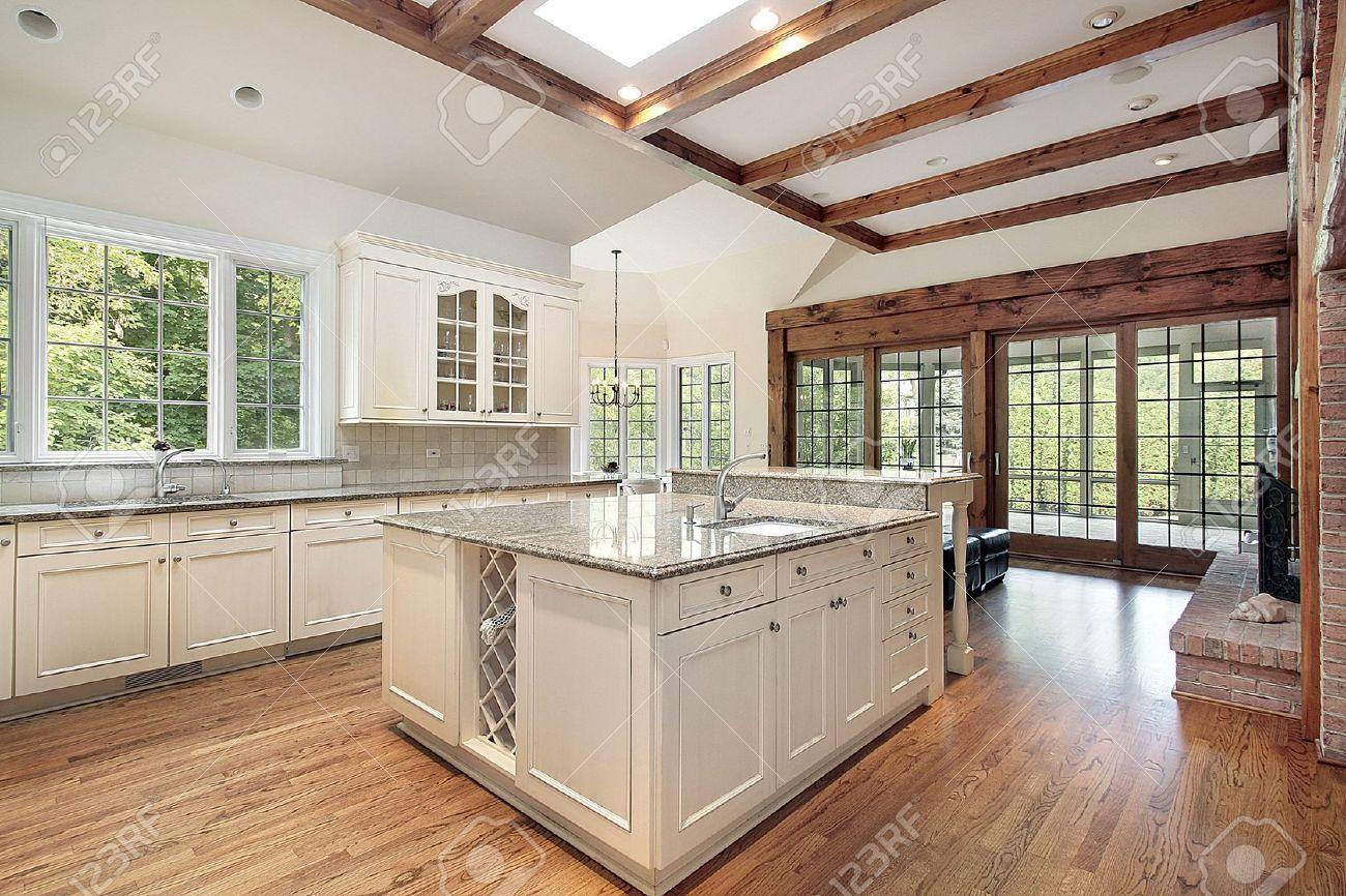 Soffitti Con Travi In Legno : Cucina travi legno casa con travi a vista e soffitto in cemento