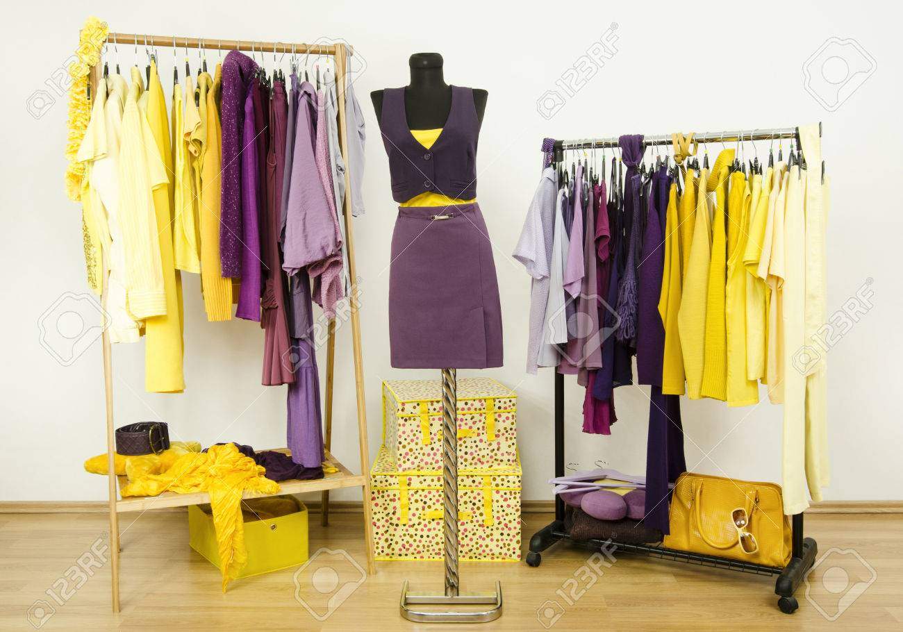 Schlafzimmerschrank Lila Stock Photo